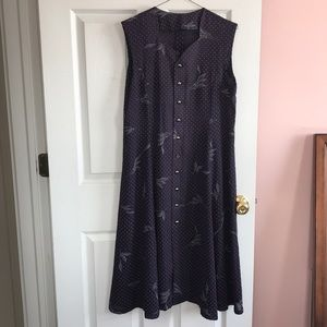 Dresses & Skirts - Beautiful dress with a gorgeous neckline!
